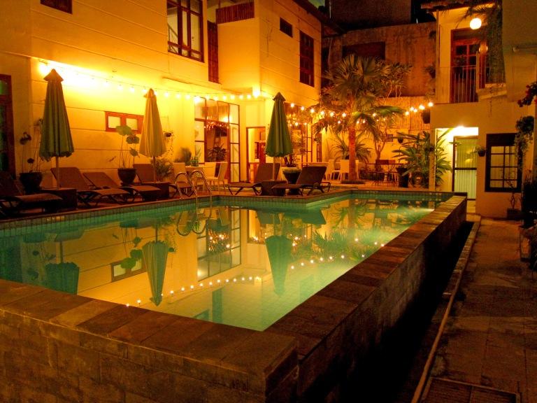 pool de noche